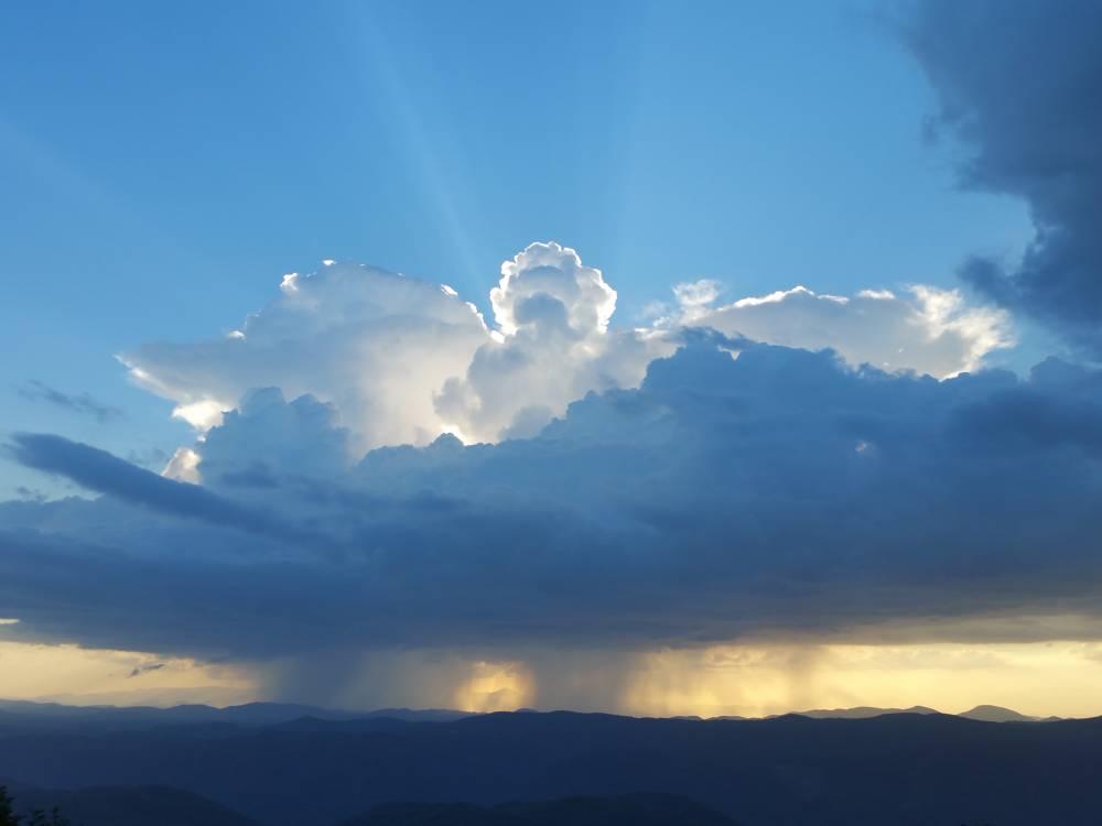 Nube con forma de ángel celestial
