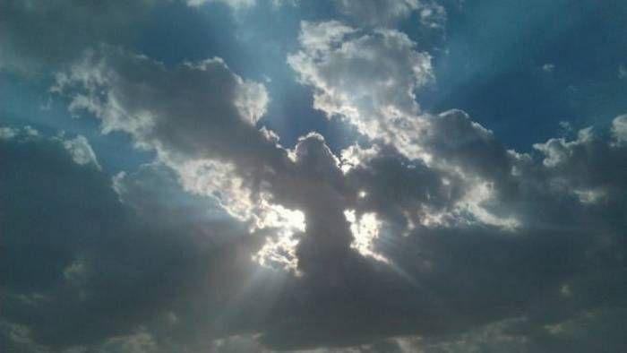 Nube con forma de ángel misterioso