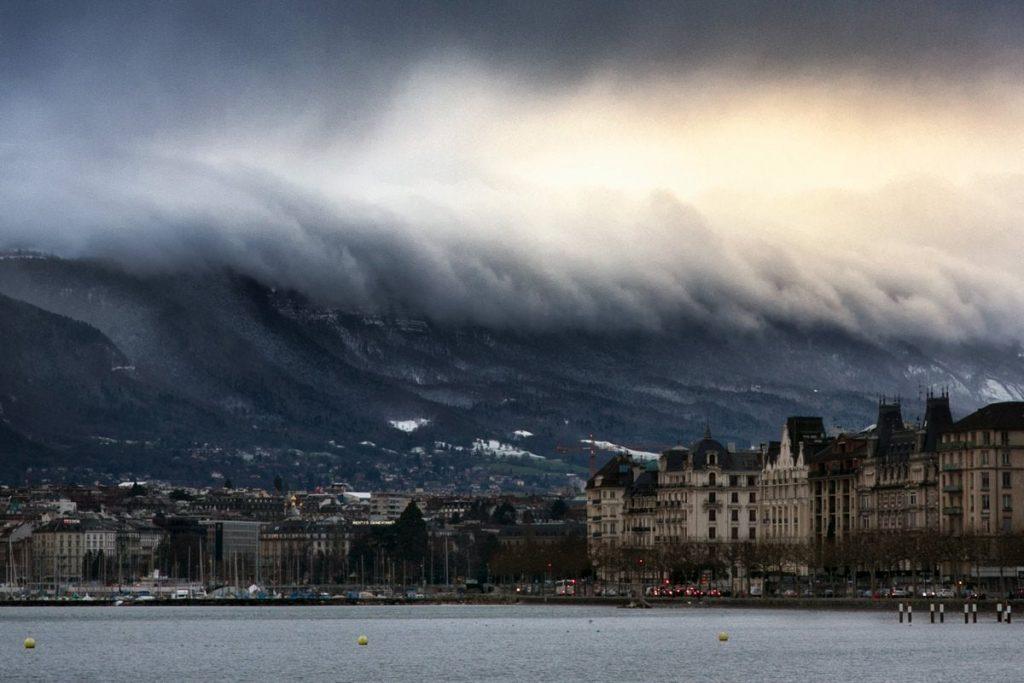 Nube tsunami en Ginebra (Suiza)