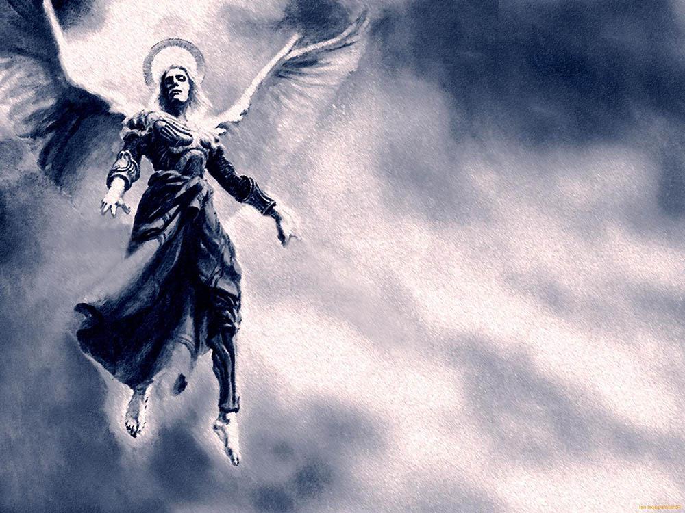 Ángel volando en el cielo